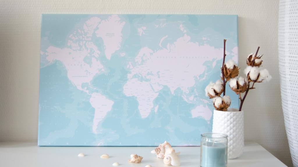 Wereldkaart oceaan schelpen kaars